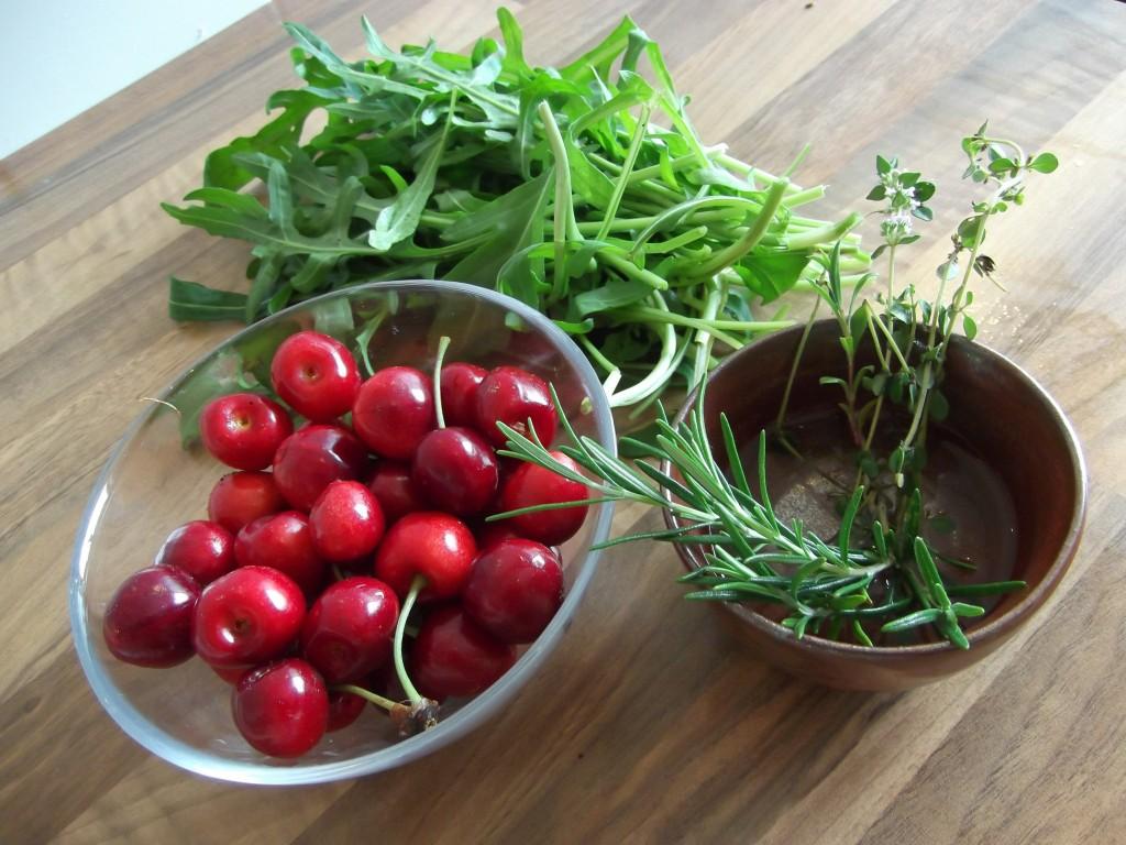 Süßkirschen, Rucola, Rosmarin, Thymian - im Sommer zeigen sich vermehrt die Vorzüge eines eigenen Gartens